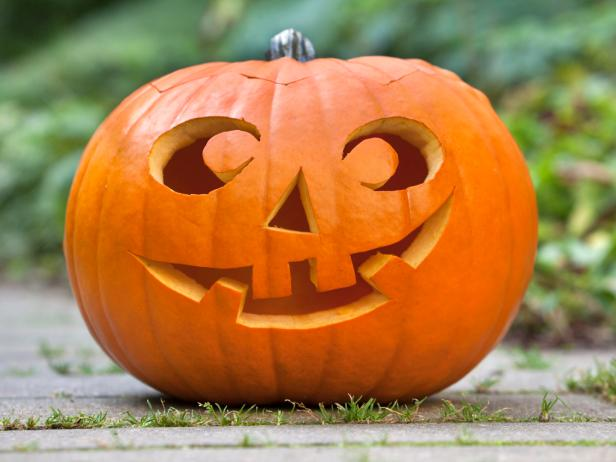 Come carve a spooky pumpkin!