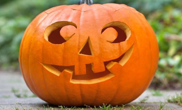 Come carve a spooky pumpkin!